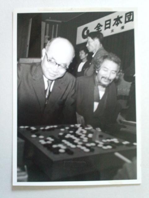 昭和棋界の双璧だった大山と升田の珍しいツーショット写真