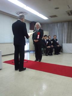 今年の「将棋の日」式典で田丸・櫛田の師弟がともに勤続表彰