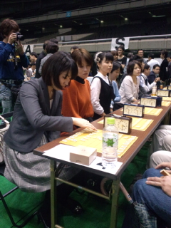 100回記念の「職団戦」では女流棋士が参加したり30<br />  人の棋士が指導対局