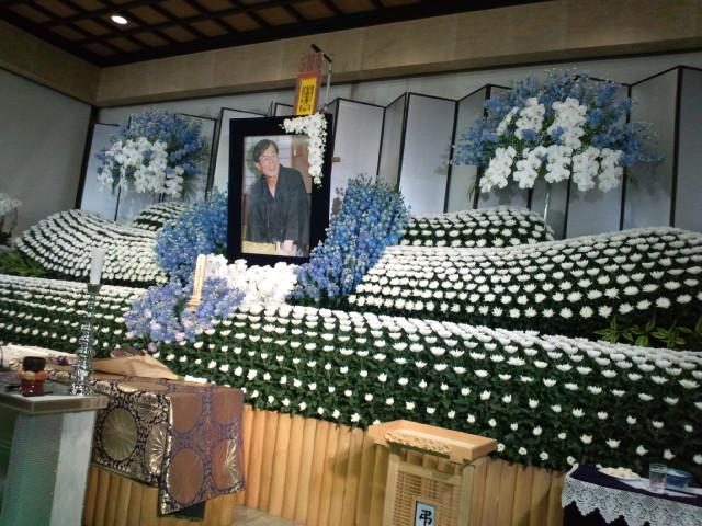 米長邦雄永世棋聖の葬儀に将棋関係者や各界の人たちなど約2000<br />  人が参列