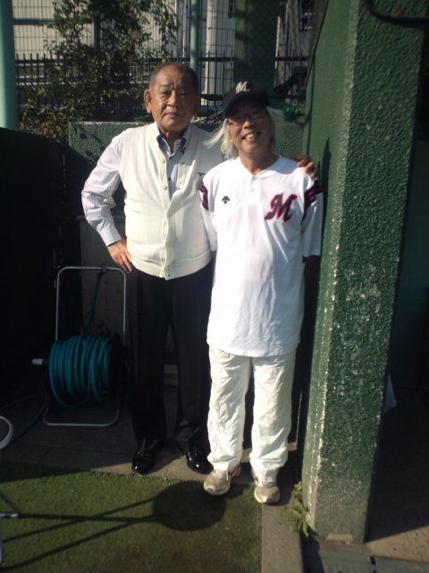 将棋連盟チームと作家・逢坂剛チームとの草野球の試合に10<br />  年ぶりに参加