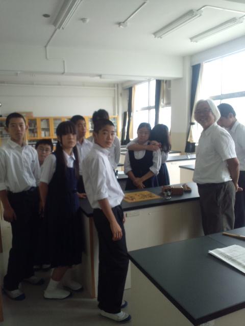 母校の東京・荒川一中での「全校ハローワーク」で将棋の講座