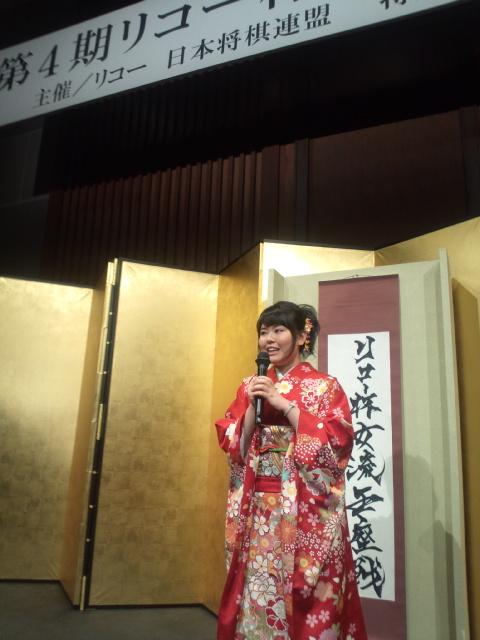 華やかな雰囲気で開催された加藤桃子・女流王座の就位式