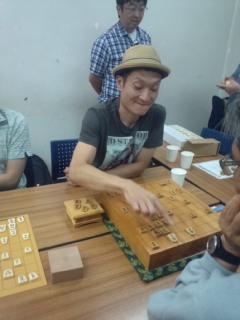 「鷺宮定跡」で知られる東京・中野区鷺宮での将棋同好会にお笑い芸人が参加