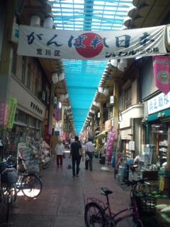 田丸の母校の東京・荒川一中での将棋講座と、少年時代を過ごした都電荒川線の風景